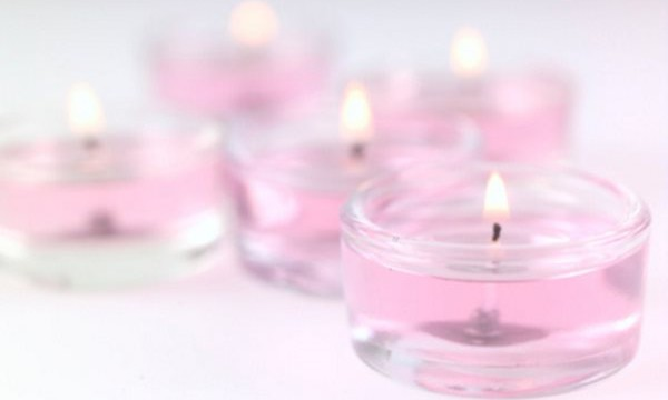 Как убрать воск и парафин от свечи с одежды?