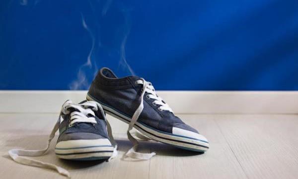 Чем и как удалить запах в кроссовках?