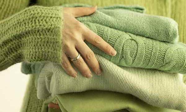 Сел свитер после стирки? Знаем, что делать, чтобы его растянуть!