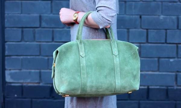 Чистить замшевую сумку в домашних условиях реально и даже легко!