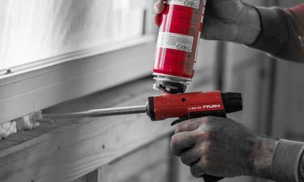 Эффективные методы очистки окон и дверей от остатков монтажной пены
